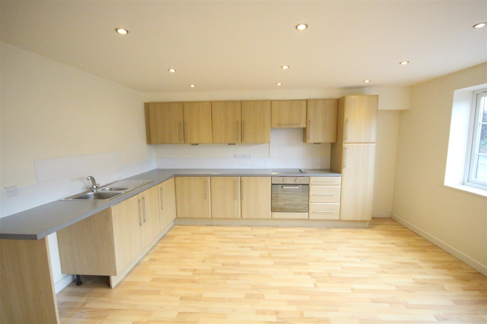 2 bedroom apartment For Sale in Colne - IMG_3442.jpg